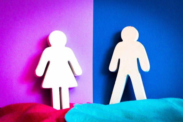 ジェンダーバイアスが女性の自立を奪う